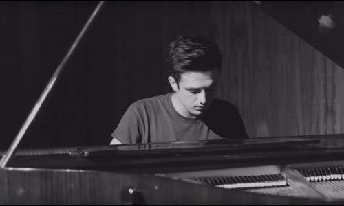 «Chandelier» de Sia, versión acústica a piano