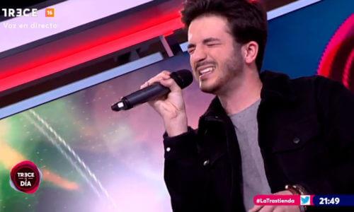 Javier presenta en televisión su primer single: «Sin Querer»