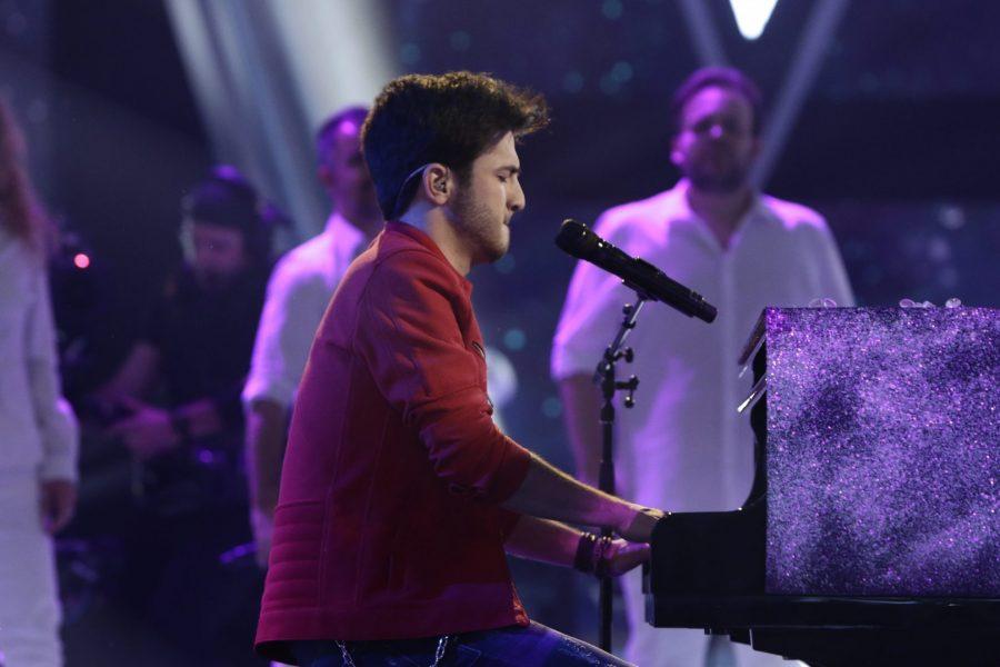 Los canales mundiales de «La Voz» clasifican a Javier entre las mejores voces